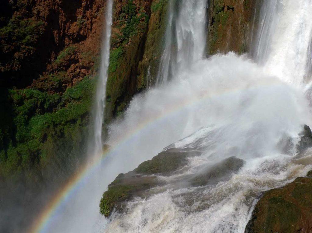 Un arc-en-ciel dans les cascades d'Ouzoud