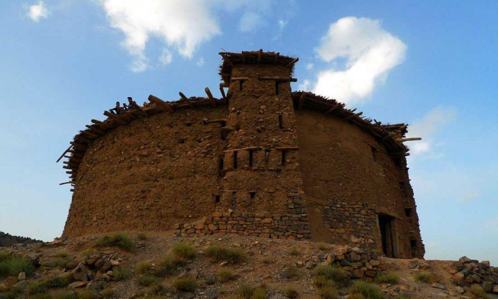 Grenier fortifié de Sidi Moussa au sommet de la colline à Timmit, vallée Aït Bouguemez