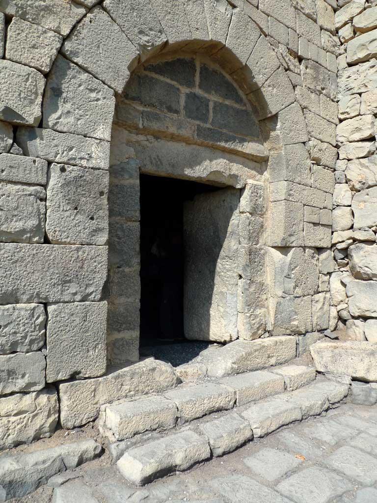 Porte d'entrée du Qasr Azraq en pierre massive
